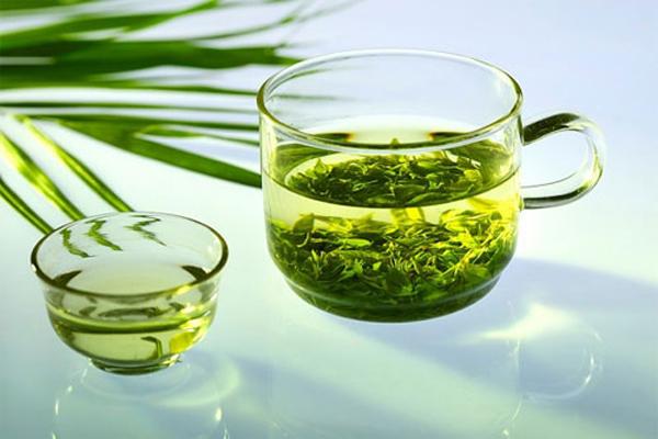 Cách làm quần áo hết mùi hôi bằng tinh dầu trà xanh