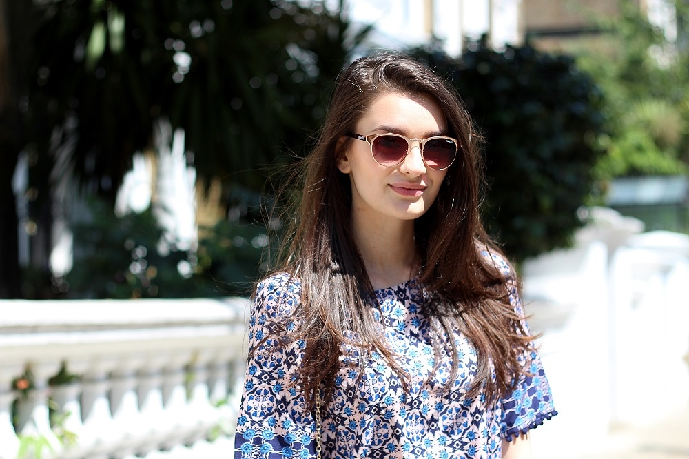 peexo fashion blogger wearing rose old sunglasses via stylist pick