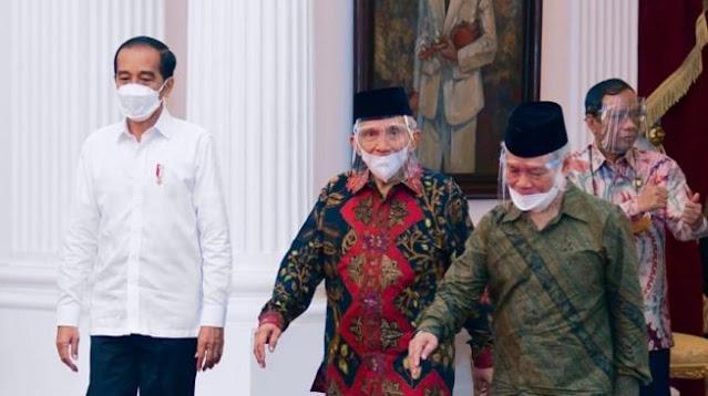 Sebut Jokowi Tak Pernah Berseberangan, Ngabalin: Amien Rais Saja yang Baper