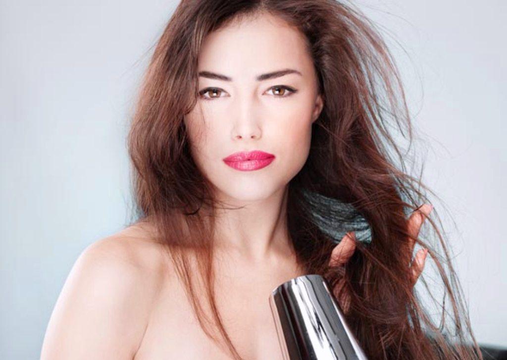 Bagaimana Cara Merawat Rambut Kering dan Rontok