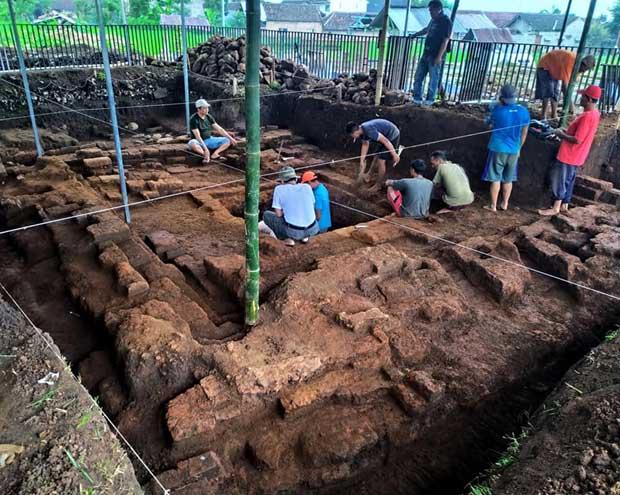 Sejarah Daerah Batu-Malang (5A): Candi Mananjung Ditemukan