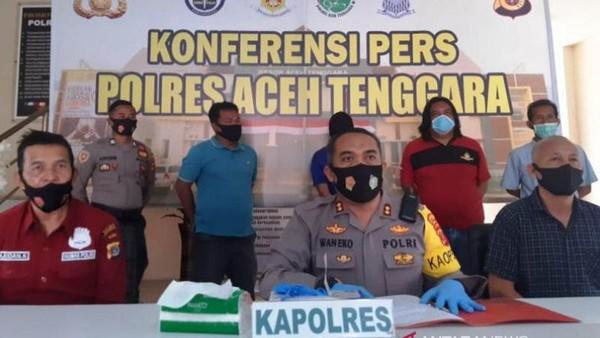 Eks Polisi Penusuk Ustaz saat Ceramah Masuk dari Jendela, Mau Bacok Leher