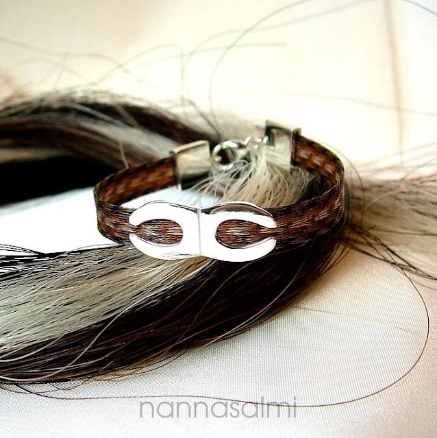 horsehairbracelet with horse shoes