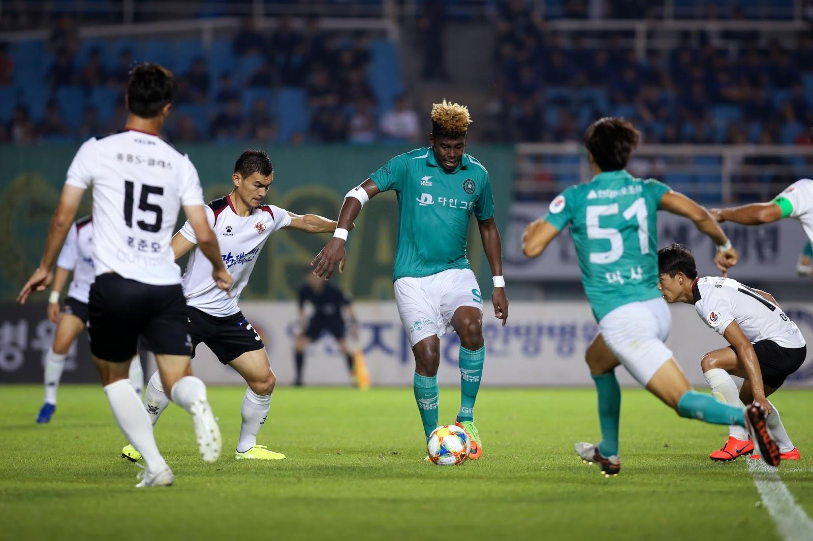 Gustavo Vintecinco vs Gwangju FC 09.01