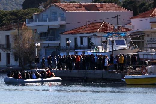 Λέσβος: Ακροδεξιοί επιχειρούν να πάρουν το νόμο στα χέρια τους, τρομοκρατούν και προπηλακίζουν