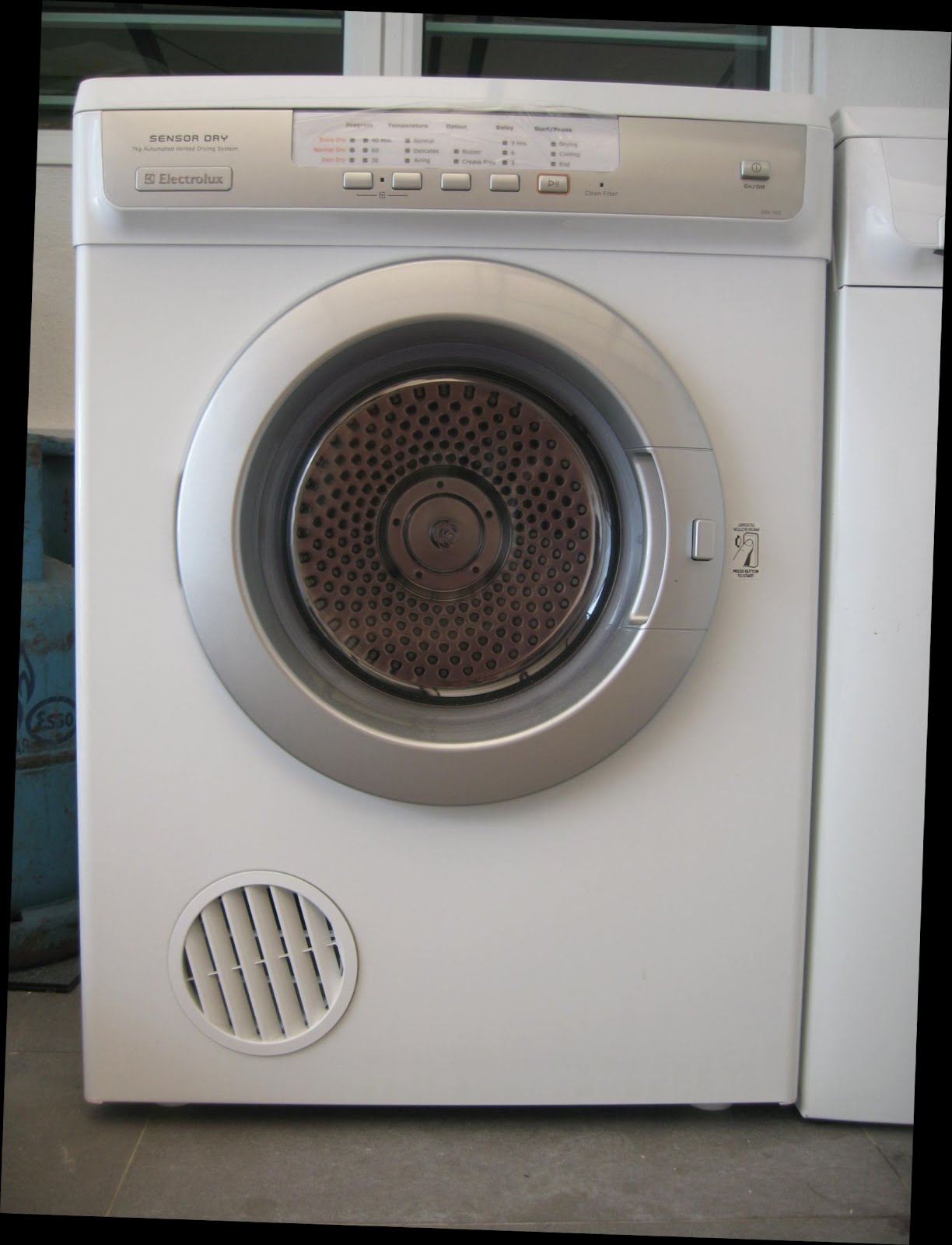 Electrolux Sensor Dry 7kg laundry drier for sale. Click photo to enlarge.