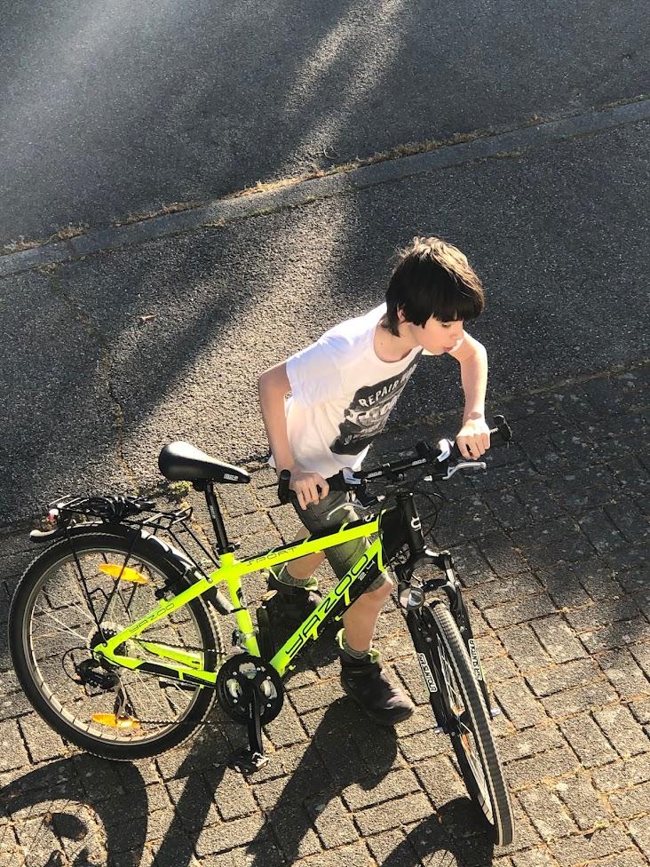 Mein mittlerer Sohn Jakob mit seinem Bike