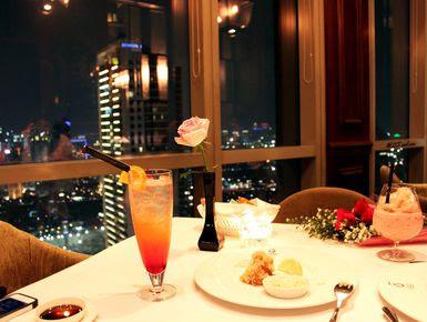 Dinner romantis di gedung tinggi di restoran wisata Jakarta mewah yang berada di gedung-gedung pencakar langit ibu kota