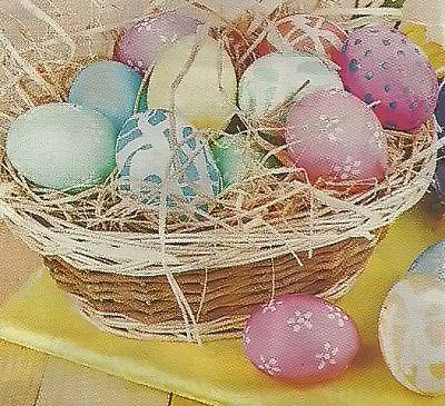 Офрмление яиц природными материалами