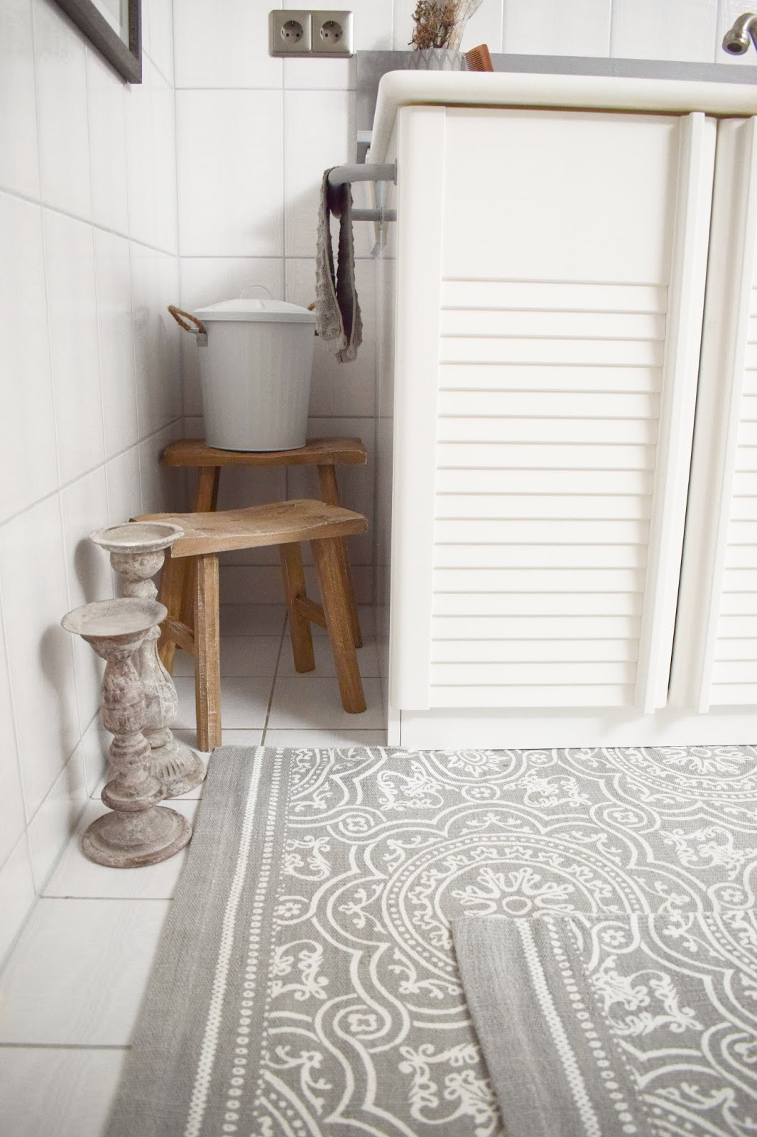 Badteppich Dekoidee Deko alte Fliesen. Teppiche aus Baumwolle für dein Bad. Verschönerung Badezimmer mit einfachen Mitteln