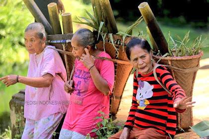 Perempuan Desa dan Kepelikkannya