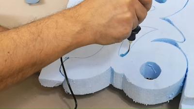 تقطيع كلمة على لوح فوم بإستخدام القاطع الحراري