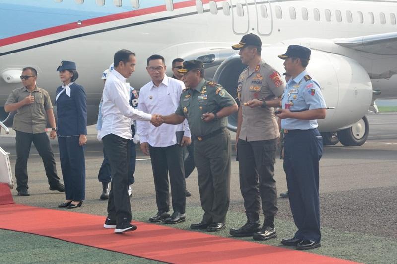 Pangdam III/ Siliwangi Bersama Gubernur Dan Kapolda Jabar Sambut Kedatangan Presiden RI
