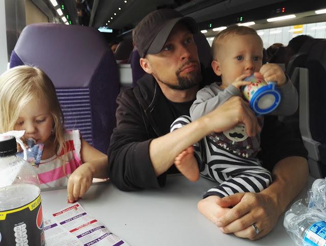 Irlannissa matkustaminen junalla lasten kanssa