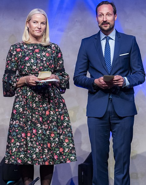 Crown Princess Mette Marit wore ERDEM Aleena floral print matelasse dress. Omr Deeb who came to Rjukan from Syria. Penelope Lea