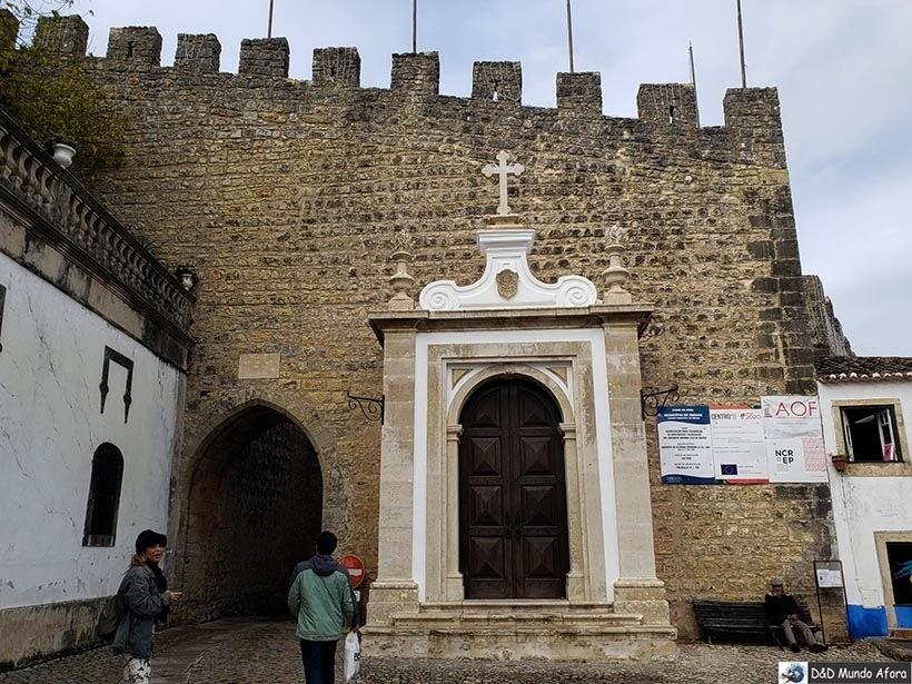 Entrada da cidade amuralhada de Óbidos, Portugal