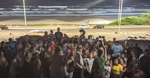 Culto no monte: cristãos louvam e fazem oração ao ar livre no litoral do Maranhão