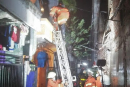 Api Ludeskan Rumah DiSurabaya,4 Orang  Sekeluarga Terbakar Hingga 70 Persen