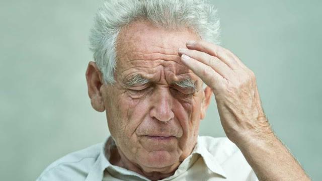 كيفيه التعامل مع كبار السن المصابين بالزهايمر