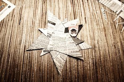 Papiersterne aus Zeitungspapier falten