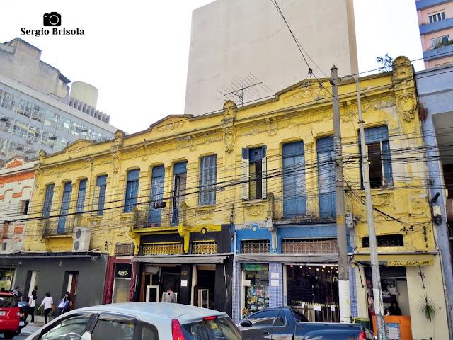 Vista ampla de uma antiga edificação na Rua Marquês de Itu - República - São Paulo