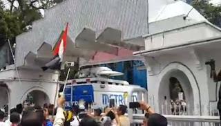 Video Detik Detik Metro TV Di Usir dari Kawasan Mesjid Agung - Commando