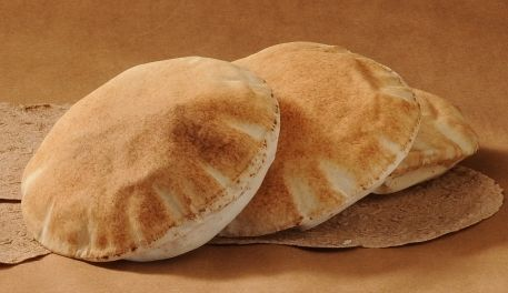 أرغفة خبز عربي - خبز عربي - خبز بيتا