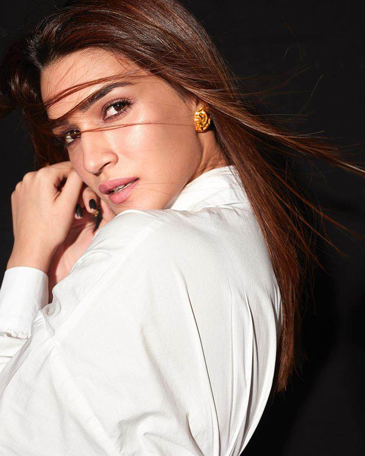Model And Actress Kriti Sanon Hot Images.