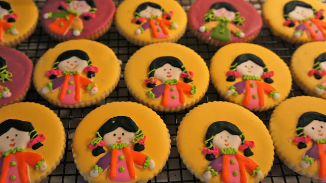 Mexican doll cookies @www.thecookiecouture.com