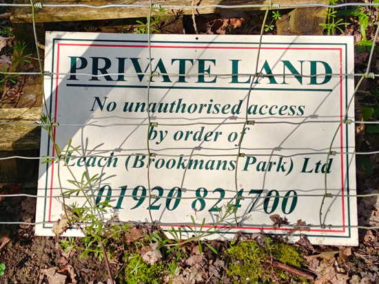 Sign in the field at the junction of footpaths 88 and 89  Image by North Mymms News  Released under Creative Commons BY-NC-SA 4.0