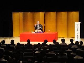 三遊亭楽春の建設、住宅関係企業での講演風景。