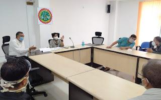 कलेक्टर ने मेडिकल कॉलेज पहुंचकर डॉक्टर्स के साथ मरीजों के उपचार की समीक्षा की