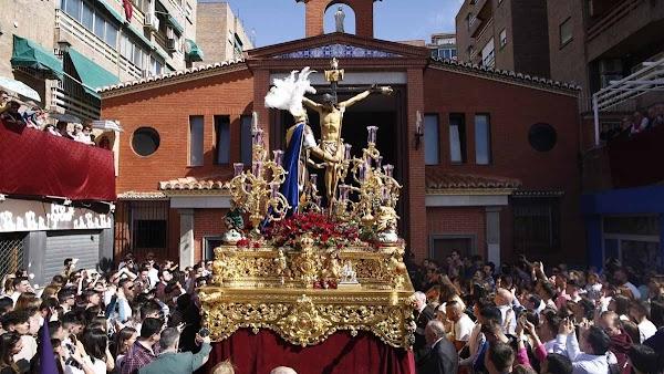 Granada ofrece visitas guiadas a templos e imágenes de su Semana Santa