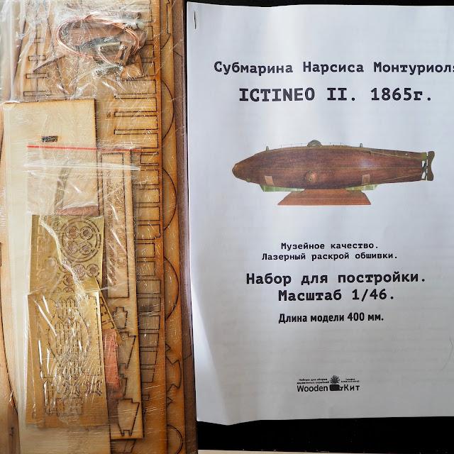 Contenuto della scatola di montaggio del modellino navale dell'Ictineo II di fabbricazione russa