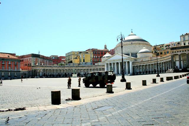 piazza, militari, dissuatori, cielo, giorno, monumenti, Napoli
