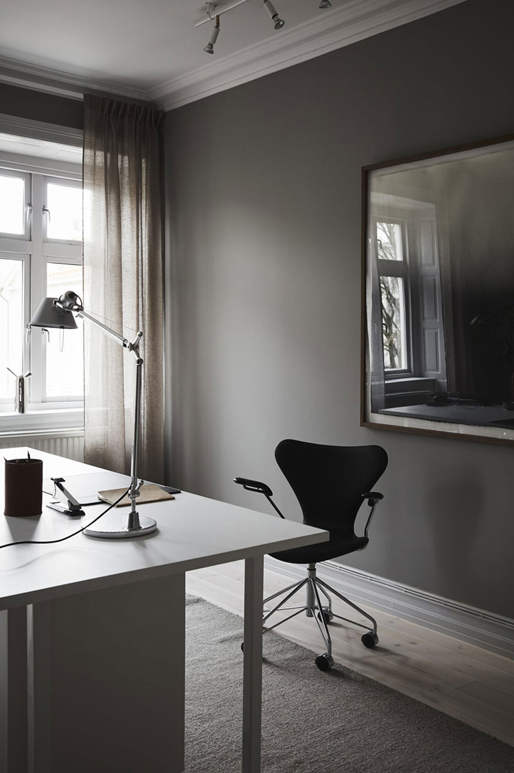 Dark offices with a serious focus-down-to-work vibe | Styling Grey Deco, photo Fanny Hansson via here