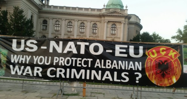 Anti-Albanian slogans at Serbian Parliament and Prime Minister Office