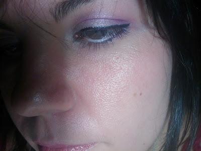 look morado y blanco