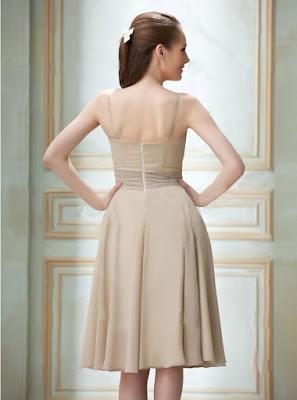 Vestido de cóctel hasta la rodilla confeccionado en gasa con escote en V y drapeado diagonal