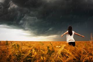 Menikmati segarnya air hujan