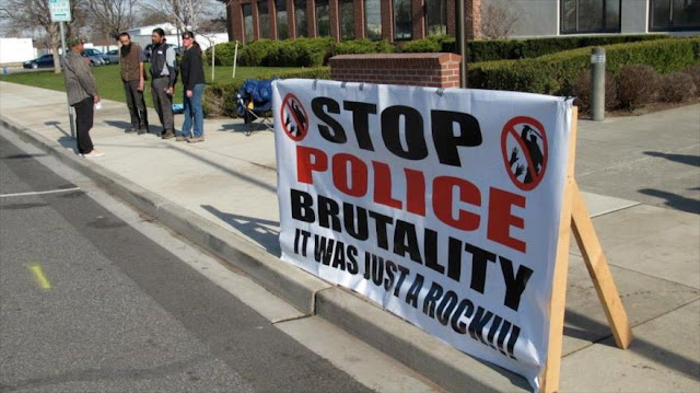 Latinos son las víctimas olvidadas de violencia policial en EEUU