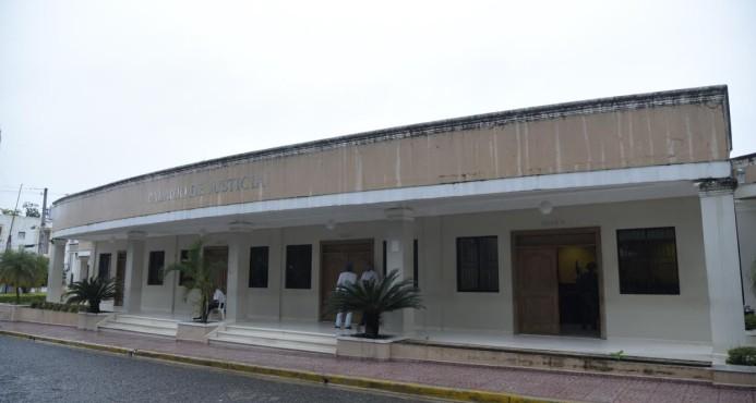 Ratifican prisión preventiva a profesor acusado de abuso sexual contra 13 estudiantes en Salcedo