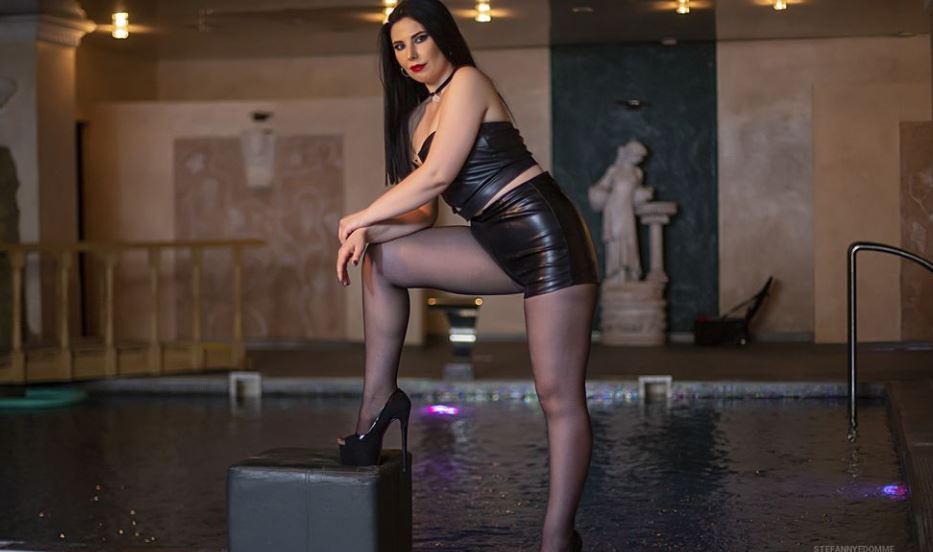 StefannyeDomme Model GlamourCams