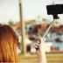 ေလယာဥ္ေျပးလမ္းအျပင္ဘက္ တြင္ ဆဲလ္ဖီ (Selfie) ရိုက္ေနသည့္ မိန္းကေလးႏွစ္ဦး ေလယာဥ္တိုက္မိ၍ ေသဆံုး