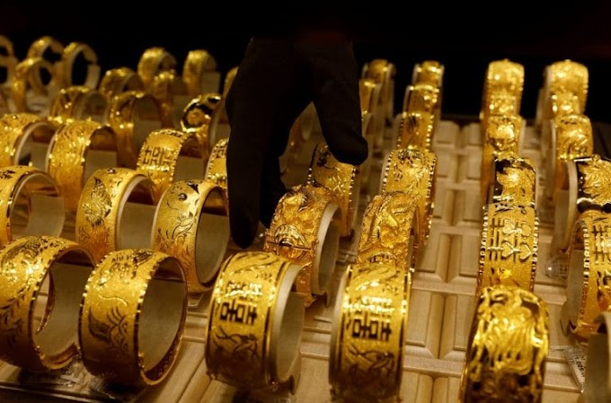 Gold prices fall again; silver slips to ₹66,000/kg.
