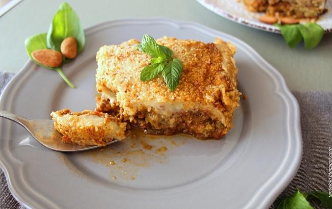 Μουσακάς vegan με κρέμα πατάτας, μανιτάρια και αμύγδαλα