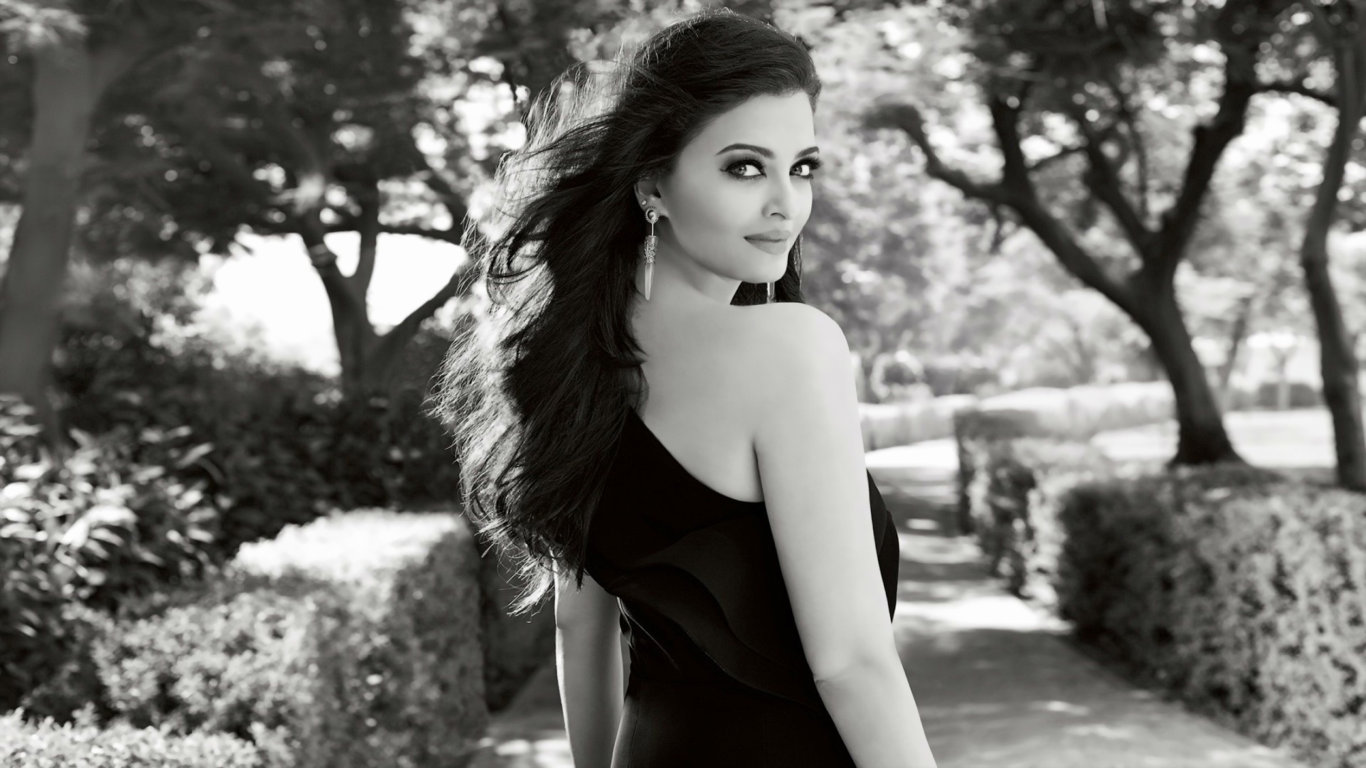 Aishwarya Rai Black and White Desktop Wallpaper