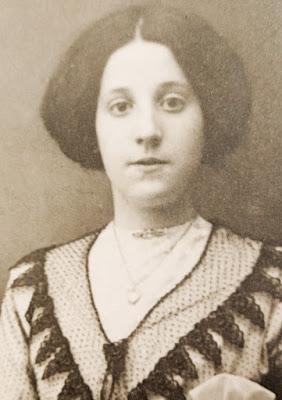 Mary Paton Hunter born Douglas 1894