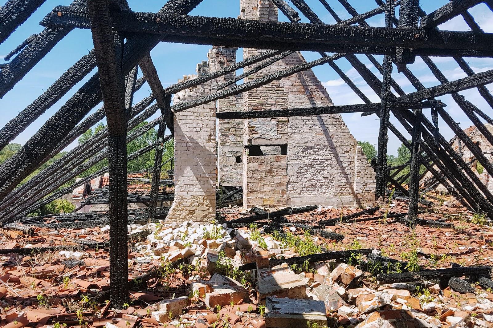 opuszczony pałac w bełczu wielkim pożar