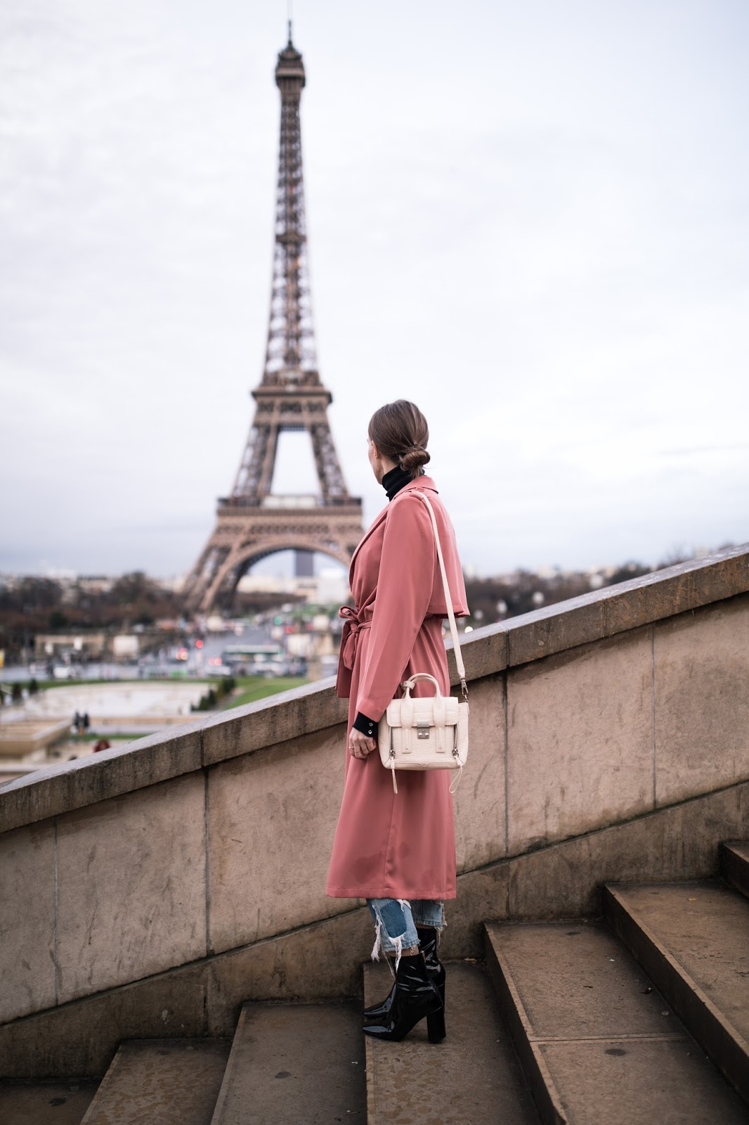 paris street style eiffel tower